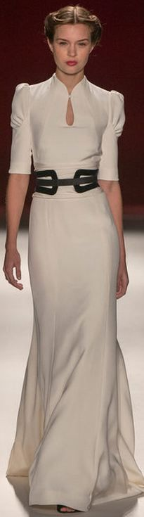 Carolina Herrera FALL 2013 RTW - NYFW. No words to express how much I adore this gown. This is classic feminine elegance.