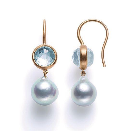 Les boucles d'oreilles Precious Moon en perles de Marie-Hélène de Taillac x Tasaki http://www.vogue.fr/joaillerie/le-bijou-du-jour/diaporama/les-perles-de-marie-helene-de-taillac-x-tasaki/17190#!les-boucles-d-039-oreilles-precious-moon-en-perles-de-marie-helene-de-taillac-x-tasaki