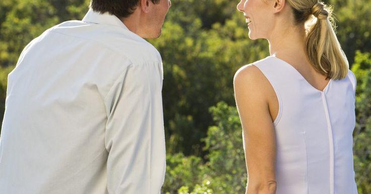Cómo fortalecer la intimidad: preguntas íntimas para hacer a tu pareja. Incluso la mejor relación necesita un cuidado y mantenimiento regular. Si crees que has perdido ese sentido de conexión íntima con tu pareja, puede ser hora de empezar a hacer preguntas. Iniciar una serie de preguntas íntimas a tu pareja puede fortalecer la relación y darte un mayor sentimiento de conexión. Demasiadas relaciones se quedan sólo en ...