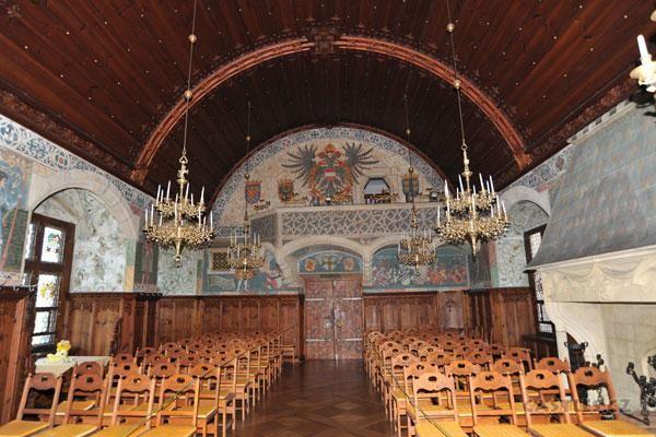 Bouzov, interior hall reverse angle showing balcony