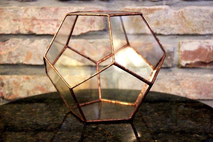 Tiffany florárium ötszögekből felépítve