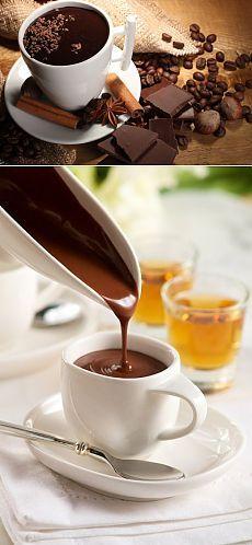 Как правильно приготовить горячий шоколад со специями | БУДЕТ ВКУСНО! Божественный напиток- символ новогодних праздников! Предлагаем Вам на выбор 5 рецептов- выбираем и создаем чудо-напиток. Классический горячий шоколад Ингредиенты: - 1 л молока - 200 г шоколада (горького или молочного) - 2,5 ст л картофельного крахмала Из указанного количества ингредиентов получается 4-5 порций.