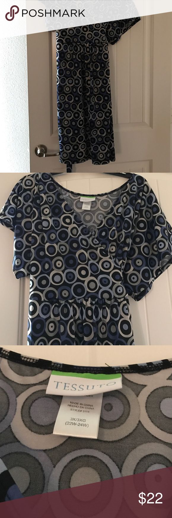 Tessuto chic wrap dress Beautiful silky soft like new wrap dress in circles of black blue and off white. Perfect for business or for going out depending on accessories. tessuto Dresses Midi