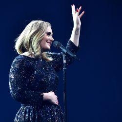 Adele faz cover das Spice Girls em show #Adele, #Cantora, #Cover, #Grupo, #Homenagem, #Noticias, #Popzone, #Show, #SpiceGirls, #Status, #Sucesso, #Twitter, #Vídeo http://popzone.tv/2016/06/adele-faz-cover-das-spice-girls-em-show.html