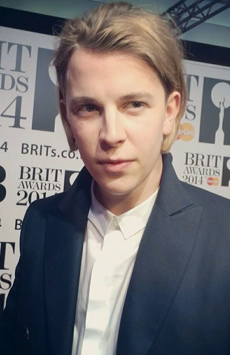 Tom odell at the brits. Looking absolutely fabulous, per usual