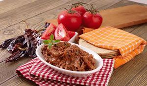 Carne deshebrada con guajillo