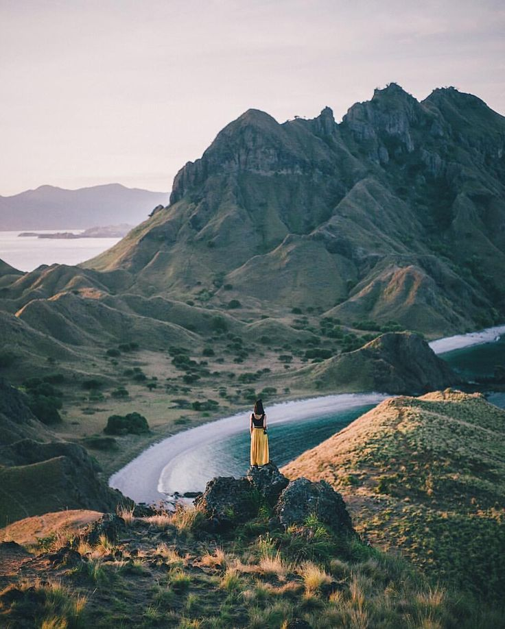 We see so many pictures of Padar island, but we just love this one shared with us by @fluffpiece. Flores are definitely on my October bucketlist - what's on yours?  #TukangJalan #PesonaIndonesia #WonderfullIndonesia #ExploreNusantara #komodotrip #sailingkomodo