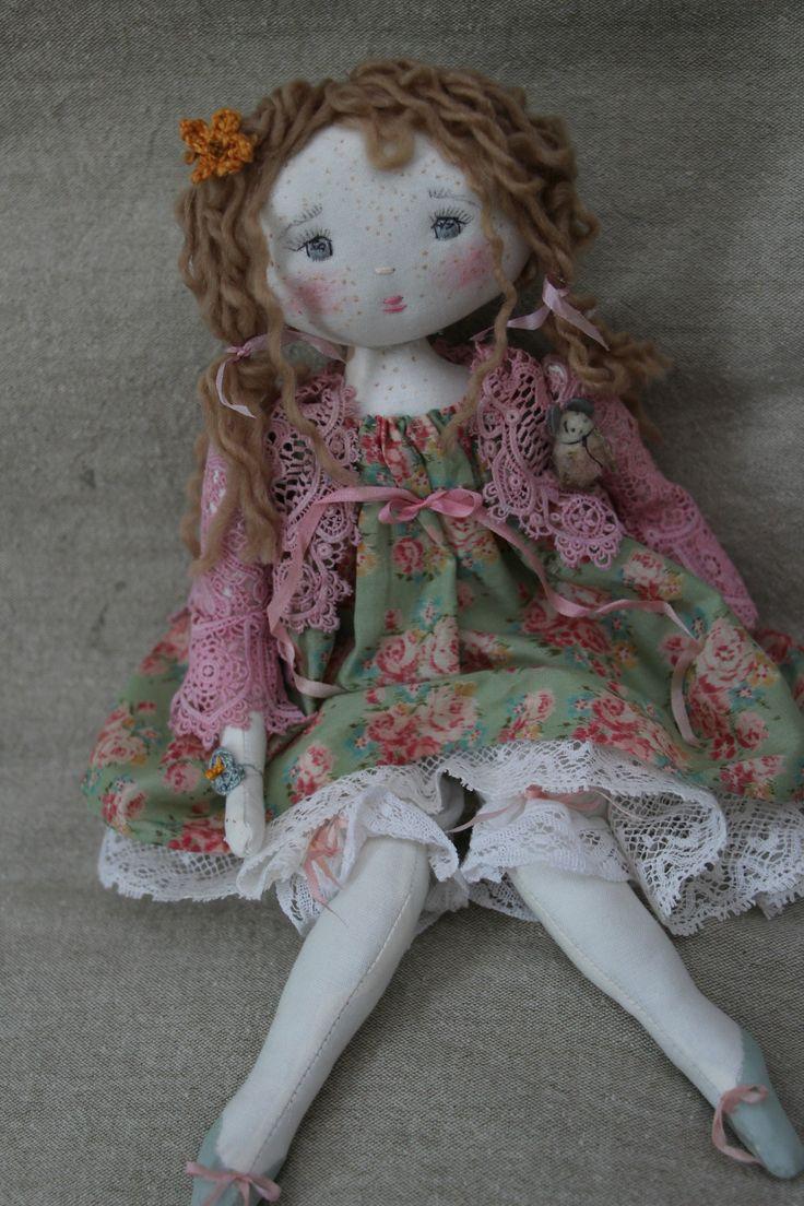 Marinette..dans sa robette à fleurettes...(35cm) - Le Jardin des Farfalous