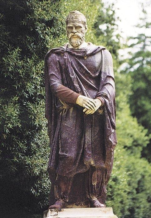 dacian man statue