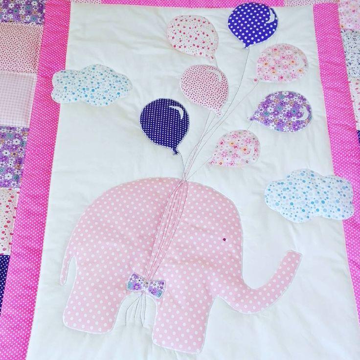 Розовый слон в горошек улетает на воздушных шарах!  Даша @dasha_mosienko , моментом догадалась!    #детское_одеяло #nesvizhanka_handmade