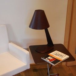The design of this table lamp with direct light is contemporary and very elegant. Steel structure entirely upholstered in high quality leather and with lampshade hand-sewn in leather too. Leather is available in multiple colors.  - See more at: http://www.rivieraluxe.it/en/_28#sthash.WK8SlYNg.dpuf
