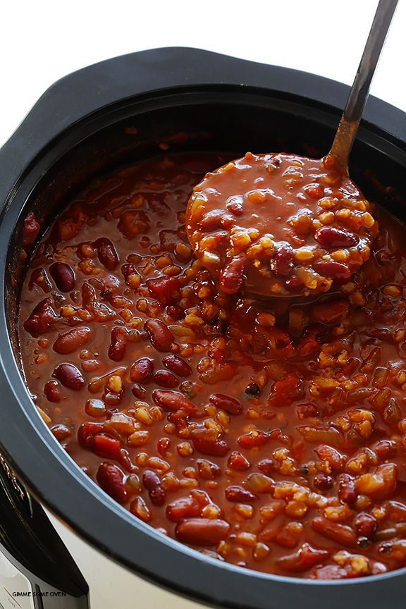 Slow Cooker Vegetarian Chili Recipe -- easy to make in the crock pot or on the stovetop, naturally gluten-free and vegan, and SO delicious! | gimmesomeoven.com