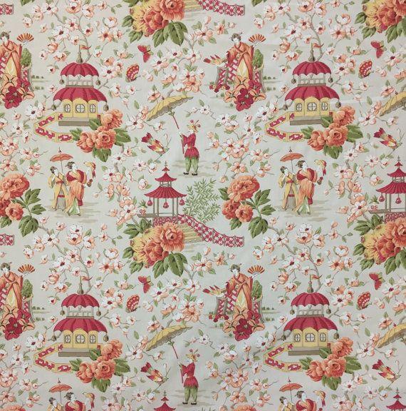 Peach Blossom cineserie - giardino asiatico Toile - Blush Un tessuto di stile di cineserie, in una tavolozza di colori di fiori di pesco. Dotato di geisha, pagode e un motivo floreale stampato su un tessuto di cotone morbido. Questo tessuto è adatto per tappezzeria, trattamenti di finestra, biancheria da letto e cuscini. Per ulteriori informazioni su questo tessuto si prega di vedere sotto. Dettagli: Ripetizione verticale: 27 Rapporto orizzontale: 27 Larghezza: 55 Cura: Lavare…