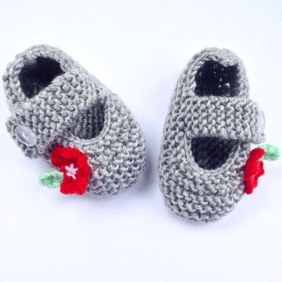 Baby Mary Jane style Shoes hand-knitted in Grey / by NoahandNoo