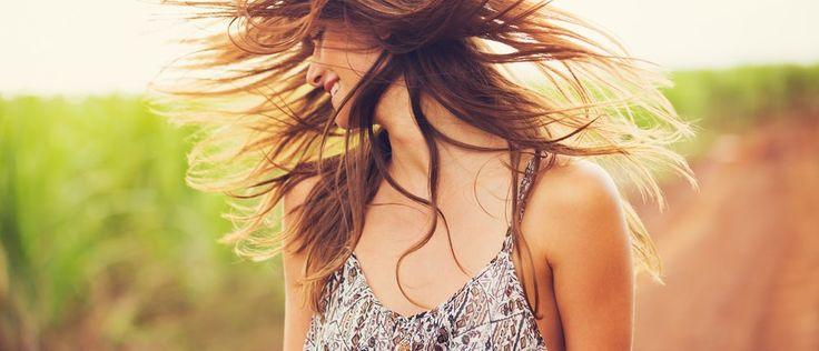 Langes, volles Haar – für die meisten Frauen ein Symbol der Weiblichkeit und Schönheit. Doch werden diese immer dünner, beginnen für viele Frauen schlaflose Nächte... http://superfood-gesund.de/haarausfall-bei-frauen/