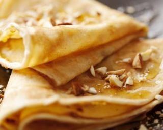 Crêpes à l'américaine aux noisettes et miel : http://www.fourchette-et-bikini.fr/recettes/recettes-minceur/crepes-lamericaine-aux-noisettes-et-miel.html