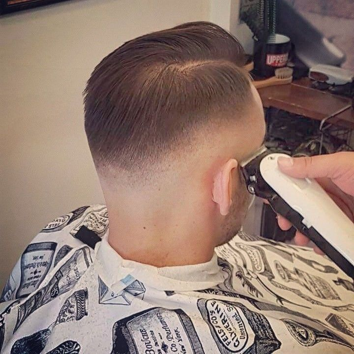 Like a Gentleman 😉😉 #roostersbarbershopathens #roosters #roostersbarbershop #barbershopathens #barbershopampelokipoi #razorfade #skinfade #hardpart #contour