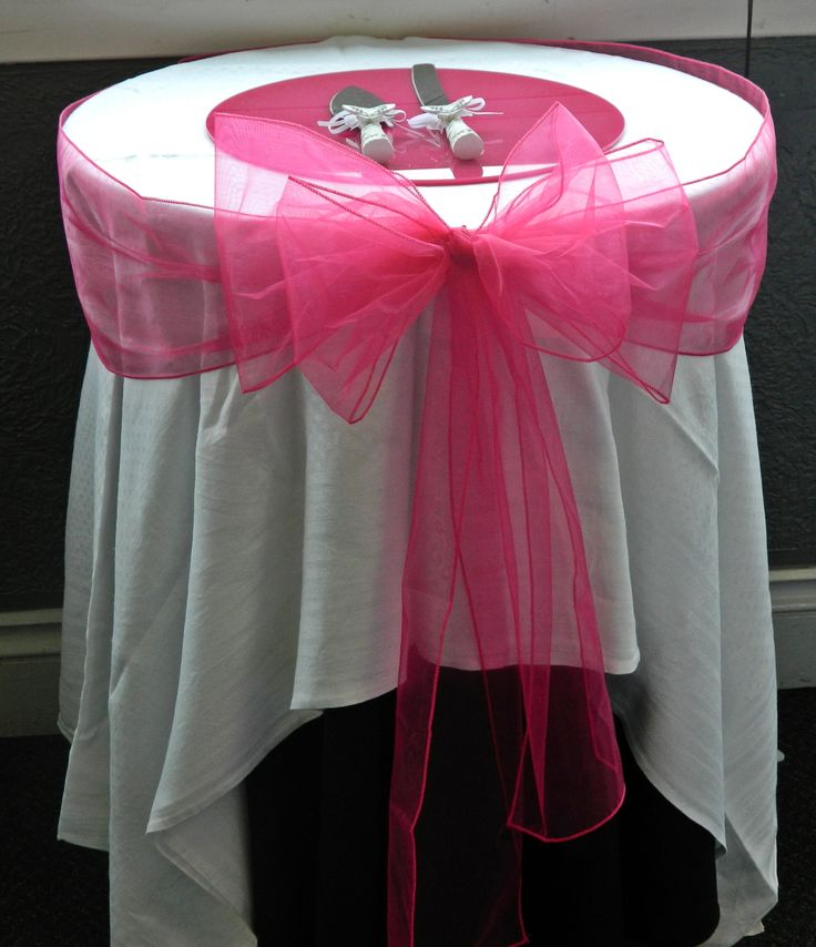 Fushia/Hot pink wedding cake table, coulda had a better table cloth though
