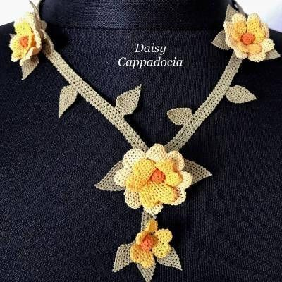 The elegant necklace is made by Technique of İğne OYA which is Turkish traditional lace knitting. Nowadays only a limited number of women can do this technique, therefore, the value of the works is increasing year by year. Oya edging, which appears all over Anatolia in various forms