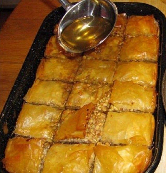 Egy török cukrásztól tanultam, íme a recept. Ha szereted a diós édességeket, ezt ki kell próbálnod.Hozzávalók:15 db réteslap,250 g dió,150 g...
