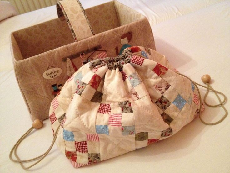 Finished the draw string bag from the Quilt Me Club 2014 by l'Atelier Perdu. Love how it turned out!