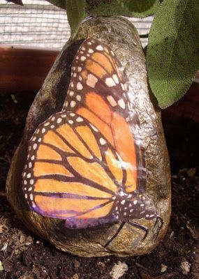 saso con farfalla a découpage