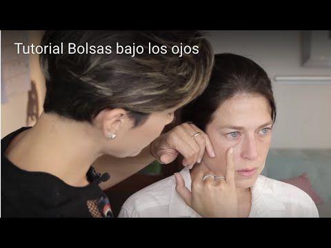 El cosmético para la depilación sobre la persona