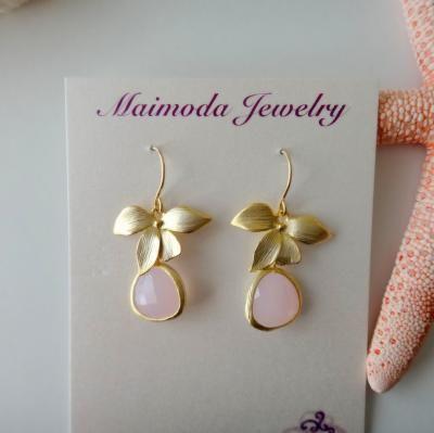 ゴールドオーキッドモチーフとアイスピンクカラーグラスの乙女ピアス