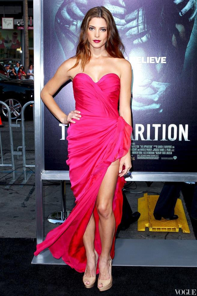 Эшли Грин в платье Donna Karan Atelier и туфлях Jimmy Choo на премьере фильма «Явление» в Лос-Анджелесе