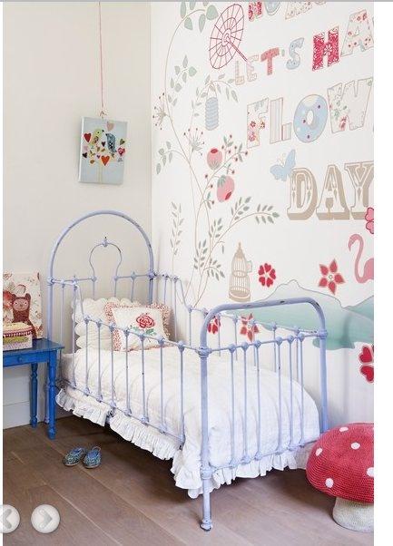 Espectacular papel de pared. Colores basicos: celeste, blanco y pinceladas en rojo