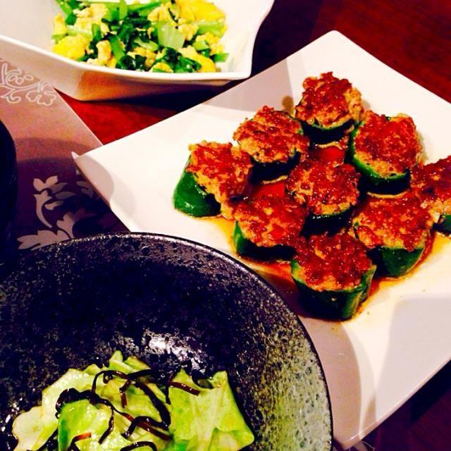 夜ごはんです(o^^o)♩ - 12件のもぐもぐ - ピーマンの肉詰め&小松菜と卵炒め&キャベツと塩昆布のごま油和え♡ by Satomi chan* ੈ✩‧₊˚