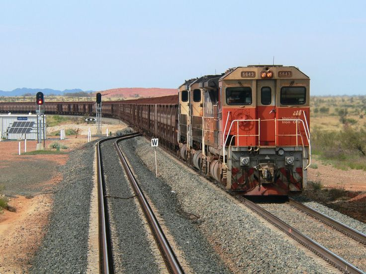 5643 leads an iron ore train through Tabba, 24/04/07