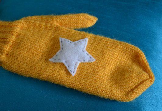 Yellow star mittens by Lankatarina