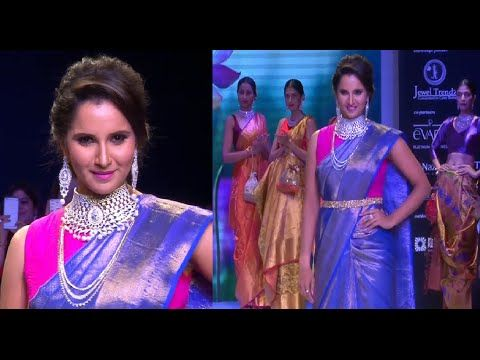 STANDING OVATION for Sania Mirza's ramp walk at IIJW fashion week 2015.