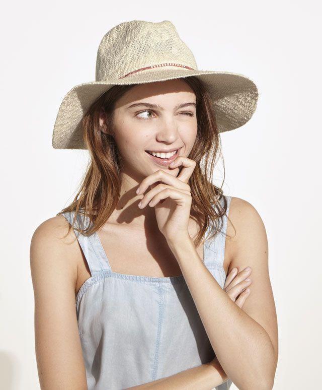 Szydełkowy kapelusz - Nowości - Modowe trendy SS 2017 dla kobiet na stronie Oysho: bielizna, odzież sportowa, motywy etniczne i cygańskie, buty, dodatki, akcesoria i stroje kąpielowe.