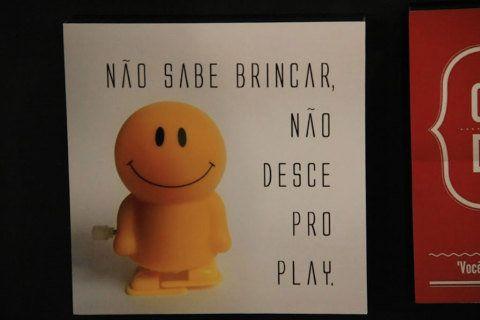 """""""Não sabe brincar, não desce pro play"""". E isso não se aplica só às crianças. Do Cuadrado."""