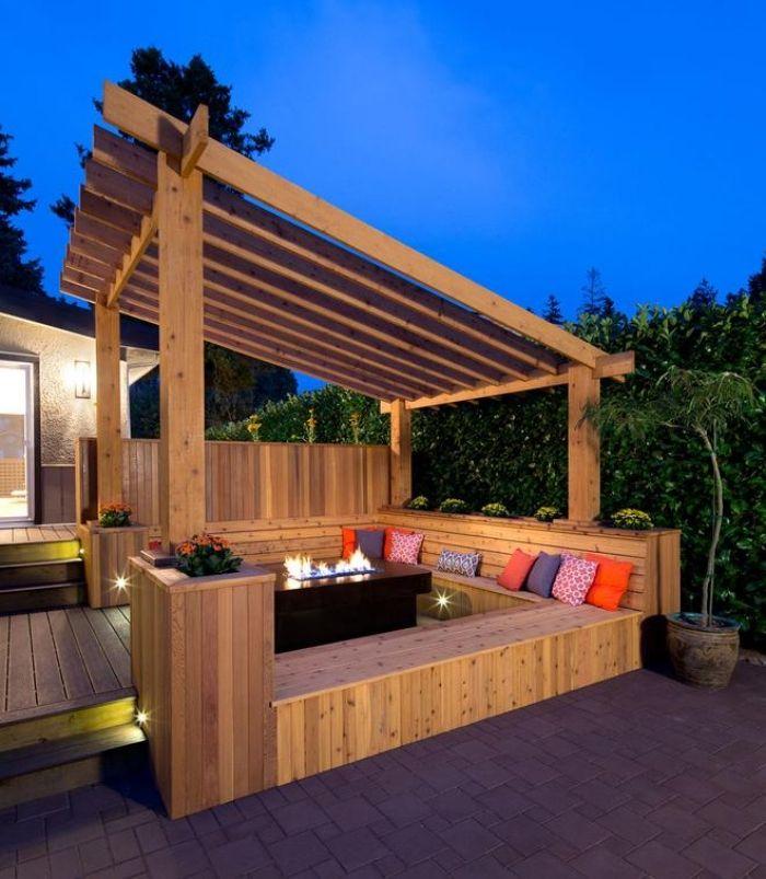 Feuerstelle, Garten, Pergola, integrierte Sitzbänke, Kissen, Holz