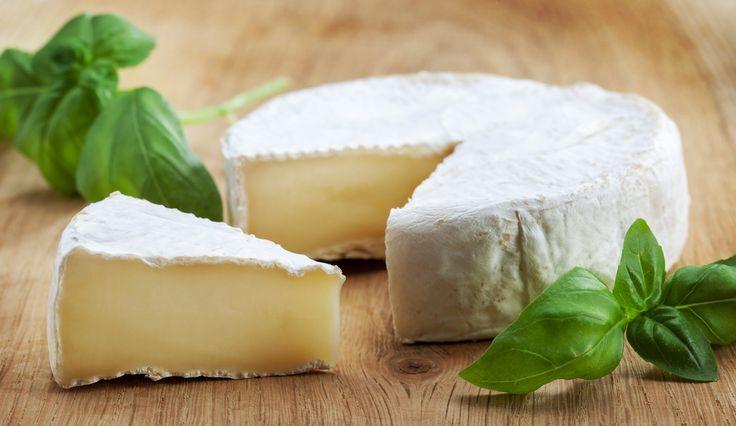 Есть ещё один лайфхак сервировки «Камамбера Лефкадии» для сырной тарелки. После того, как винно-сырная вечеринка подошла к концу, не поленитесь и уберите камамбер в прохладное место как можно скорее. Этот сыр, как вы знаете, покрыт белой благородной плесенью, поэтому для вкуса очень важно, чтобы она не засохла.