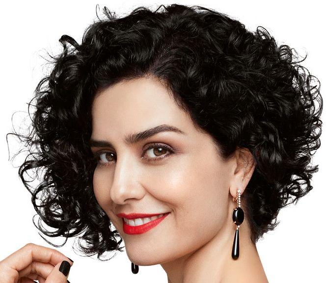 Corte assimetrico para cabelos cacheados curtos