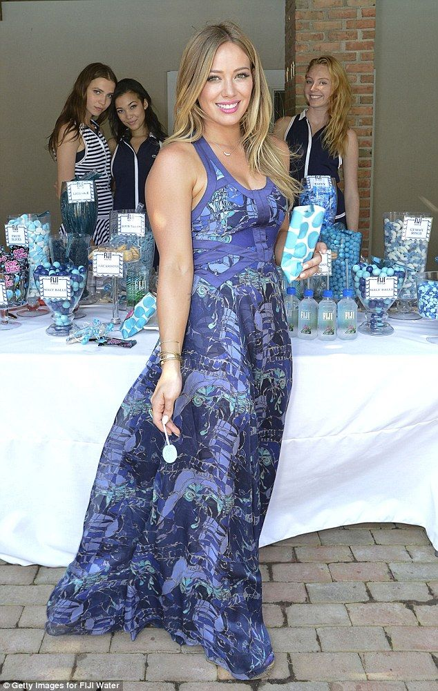 Hilary Duff deliziosa per l'acqua FIJI » GOSSIPpando   GOSSIPpando
