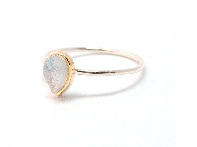 Silver and 9ct yellow gold pear shaped Druzy pinky ring.