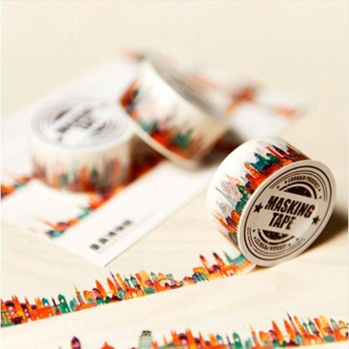 Este washi tape ciudad no puede faltar en tu colección. Dará alegría a cualquier agenda, bullet journal, tarjeta o lugar donde lo coloques. Entra y verás 😉