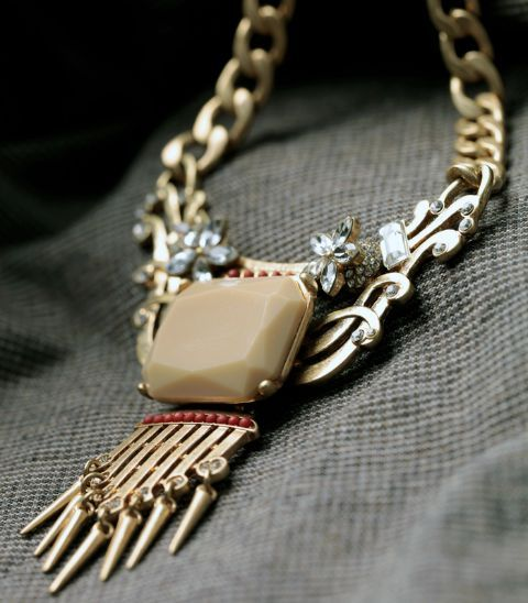 We love the stone detailing this necklace has. It can make any outfit stand out instantly. It's fun appeal makes it an enviable piece that has to be a part in your wardrobe.