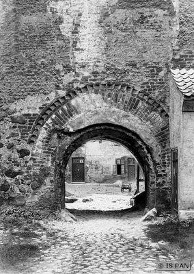 Insterburg, Altes Schloss - Tor zwischen Vorburg und Haupthaus