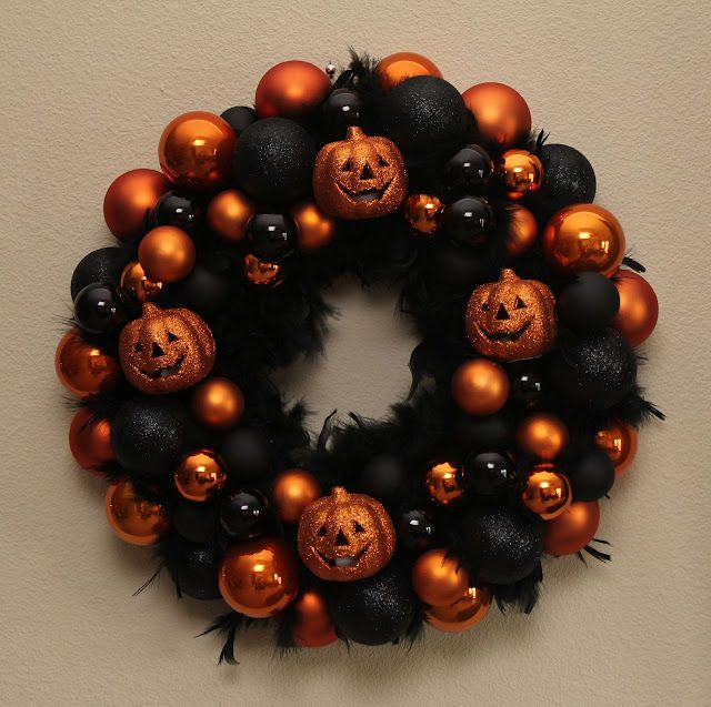 Halloween wreath    sew-inlove.blogspot.com