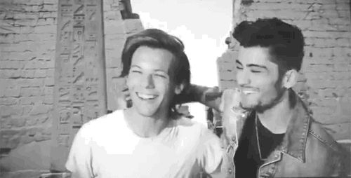 THINGS USED TO BE SO SIMPLE AND GOOD. WHAT HAPPENED TO THIS WORLD? | Zayn Malik And Louis Tomlinson Are Fighting On Twitter
