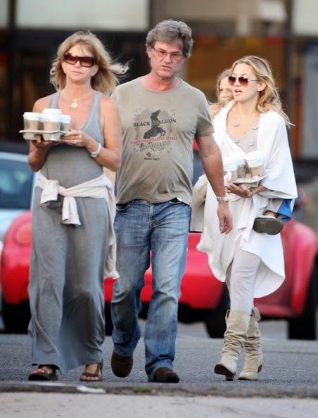 {{Goldie Hawn, Kurt Russel and Kate Hudson... They really would ov luv,d this pic :)... Good to see there just like us :)..}