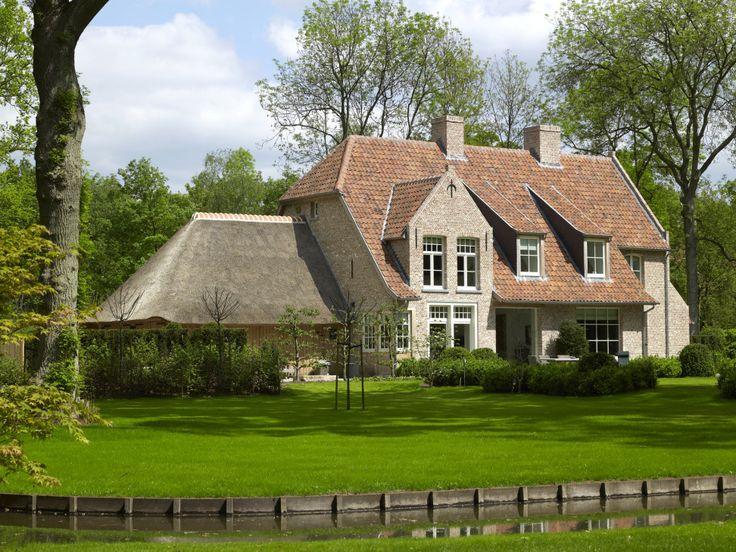 Landelijke woning met rieten dak - Villabouw Sels