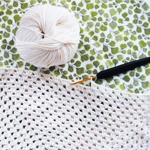 Ett kuddfodral blir till #virka #handarbete #hantverk #hemslöjd #lokalt #ekologisk #organic #knitting #crochet #crochetaddict #crochetlove #grannysquare #crochetsisters #instacrochet #hemslöjd by yourlocalsisters