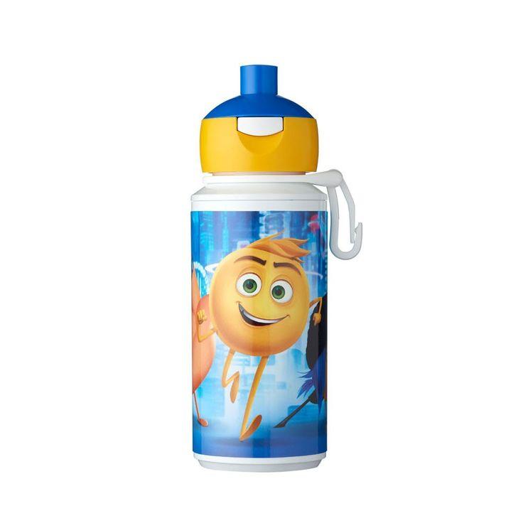 Neem je drinken mee in stijl in deze Mepal Campus pop-up drinkfles van Emoji. Vul de beker van je favoriete lachfiguren met drinken en clip hem met de kunststof karabijnhaak aan je tas. Druk op de knop en de drinktuit naar boven zodat je gemakkelijk en zonder knoeien je drinken opdrinkt. De beker is gemaakt van stevig kunststof en is vaatwasserbestendig.Afmeting:  Ø 6 x 17 cm - Campus Drinkfles Pop-up - Emoji